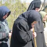 Сестры молятся